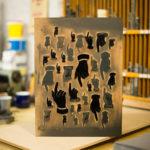 juste un doigt - doigt d'honneur - carte letterpress - lettres bois - Super Marché noir
