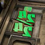 ouvert 24/24 - épicerie - vieille pancarte - super marché noir - letterpress lyon