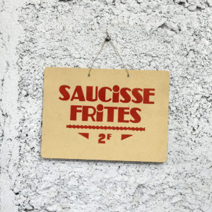 saucisse frites - cochonailles - bouchons de lyon - vieille pancarte - super marché noir - letterpress lyon
