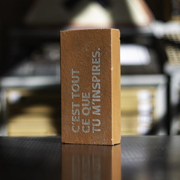 brique - arte povera - punchlines - banalités - inutile - dada - ironie - oralité - inclusion - letterpress - Super Marché noir