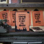 femme qui rit ne dit pas oui - handsaway - agressions sexistes sexuelles - consentement - harcelement de rue - lutte - militantisme - activisme - laissez-la penser - super marché noir - letterpress - objet édition - punchline - collage féministe - féminisme - graphisme de rue